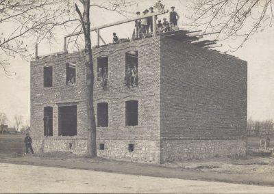 1.Budynek przy ul. Warszawskiej (obecnie kwiaciarnia). Zdj. ze zbiorów P.Alicji