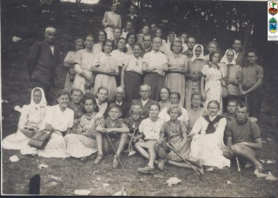 15.Pielgrzymka do Kalwarii – prowadzona przez Pana Józefa Marka (1895-1976) – stoi z lewej