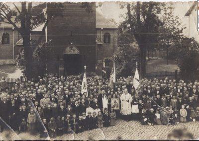 17.Intronizacja Serca Jezusowego w 1938 r. Proboszcz (1937-1943) Augustyn Zając