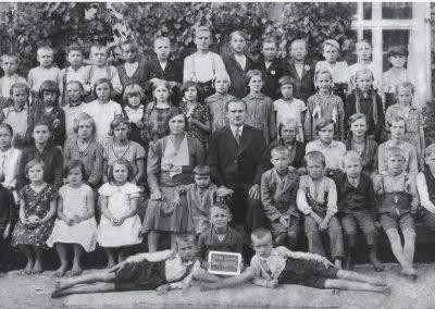 19.Szkoła w Ścierniach z kier. Stefanem Wójcikiem (1902-1968)