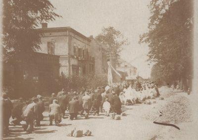 24.Boże Ciało na ul. Krakowskiej przy piekarni Śiemianowskiego 1935 rok