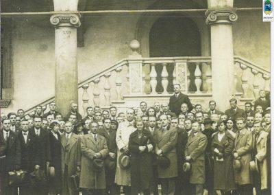26.Jakub Gutman (1882-1941) z pracownikami nowobieruńskiego tartaku na wycieczce w Krakowie