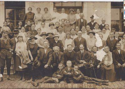 28.Ks. Wincenty Rozmus, od 02.1923 r. stały duszpasterz nowobieruński. Wycieczka do Wieliczki z parafianami 18 lipca 1923 r