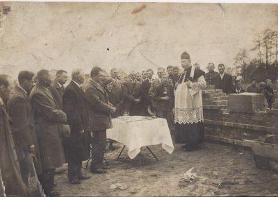 29.Wmurowanie kamienia węgielnego pod budowę OSP Bieruń Nowy  w 1934 r. Ks. prob. Franciszek Linek