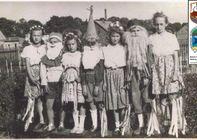 3.Rok 1949 1950 r. W tle komin papowni