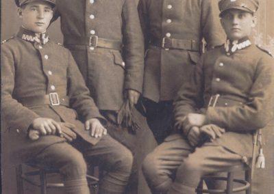 33.Żołnierze Polskiego Września 1939. Drugi z lewej Rufin Kucz z Kopani (1914-1944)