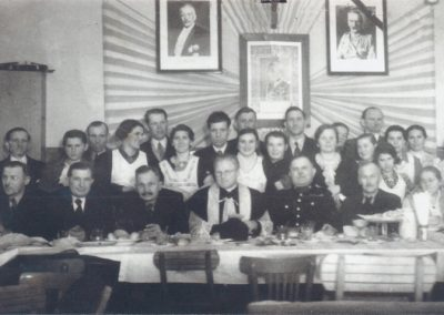 34.1937 r. Spotkanie opłatkowe w Czarnuchowickiej szkole ks. Proboszcz Augustyn Zając