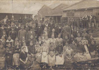 37.Pracownicy tartaku nowobieruńskiego (Piły) 1937 r