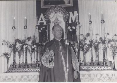 39.Ks. bp Juliusz Bieniek podczas wizytacji w kościele N.S.P.J