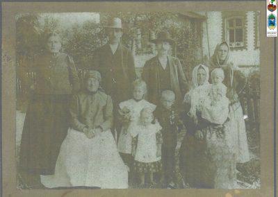 51.Czarnuchowice 1916 r. Ignacy Malcharek i Wincenty Uciecha z rodzinami