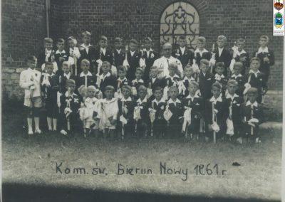 60.I Komunia Św – 1957 r. Ks. Bronisław Kuczera i Paweł Kasza