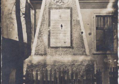 68.Nowobieruński pomnik Powstańców śl. Zdj. z przed rokiem 1930
