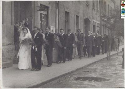 69.Orszak weselny w drodze z kościoła św. Bartłomieja (Bieruń Stary)