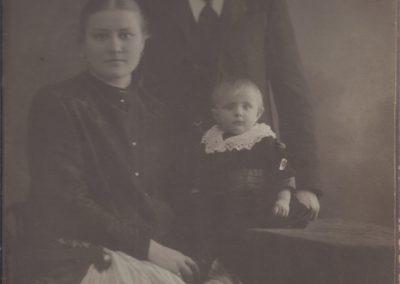 76.Jan i Waleska Mondry z synem Pawłem ze Ścierni