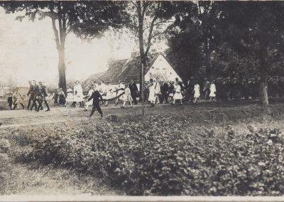 9. W dniu poświęcenia sztandaru-5 sierpnia 1928 r