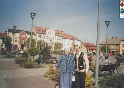 96.Na rynku starobieruńskim w 2011 r. Marta Jaromin (1923-2016) ze Ścierni
