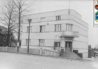 Budynek p. Zakrzewskich, ul. Wawelska.obecnie własność p.Szczygieł z wejściem do apteki