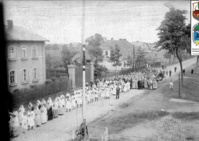 ul. Wawelska - wejście do tartaku, na prawo stara szkoła