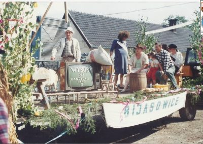 Wjazd korowodu na dożynki-1993 r