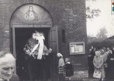 115.II mozaika przy wejściu do kościoła NSPJ – 1966 r