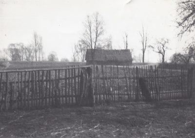 129.W 1965 r. zniknęła z krajobrazu ostatnia słomiana stodoła Gąszczów