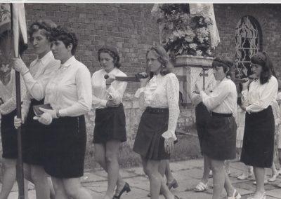 137.Procesja wokół kościoła – 1972 r