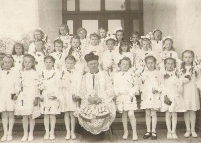 8. I komunia św. 16.16.1946. Ks. prob. Szczepan Muras