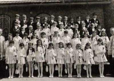 9. Ks. Eryk Jurecki, Michał Szuba i ks. prob. Bronisław Kuczera. I komunia św. 1974