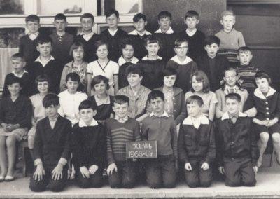 18.Zdjęcie klasowe VI b 1966_7 - Bieruń Nowy